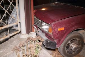 Автомобиль влетел в забор. Новости Днепра