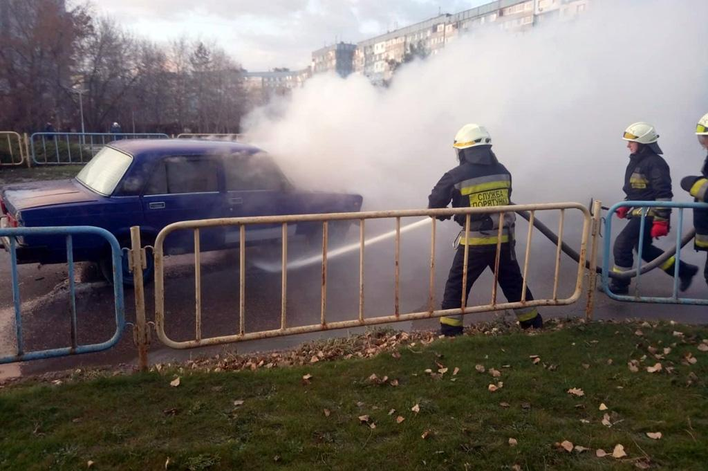 В Днепре на дороге загорелся автомобиль. Новости Днепра