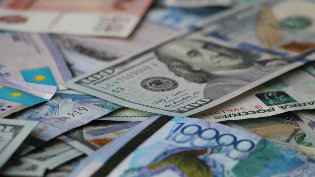 И снова вверх: курс валют на 5-е ноября. Новости Украины