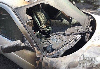Посреди трассы на ходу загорелся автомобиль. Новости Днепра