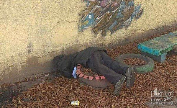 Возле жилого дома найден труп мужчины. Новости Днепра