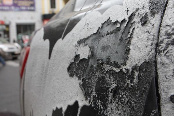Ваши автомобили могут быть в опасности: в Днепре орудуют вандалы с кислотой. Новости Днепра