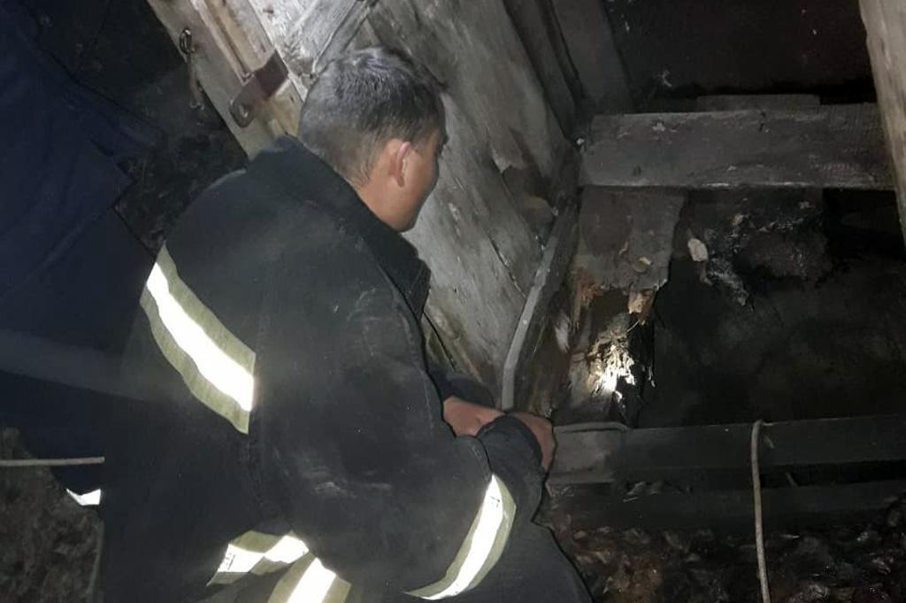 На глубину 7 метров: мужчина провалился в яму с нечистотами. Новости Днепра