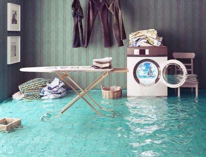Прорвало трубу: в Днепре общежитие заливает водой. Новости Днепра