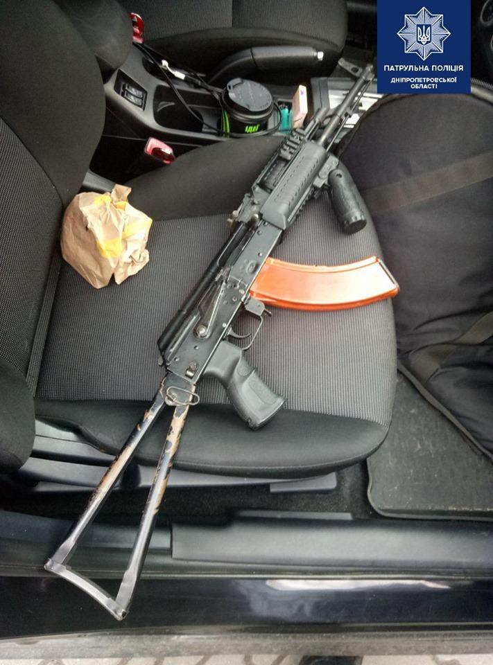 По Днепру разъезжал автомобиль с оружием. Новости Днепра