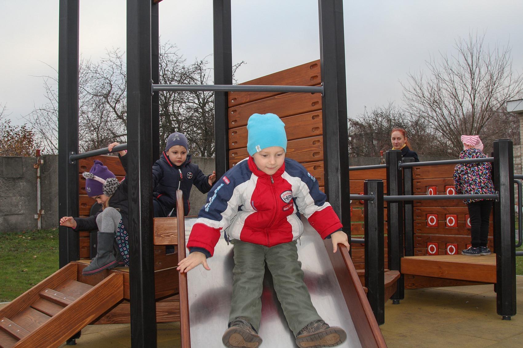 В Днепре появились новые детские игровые площадки. Новости Днепра