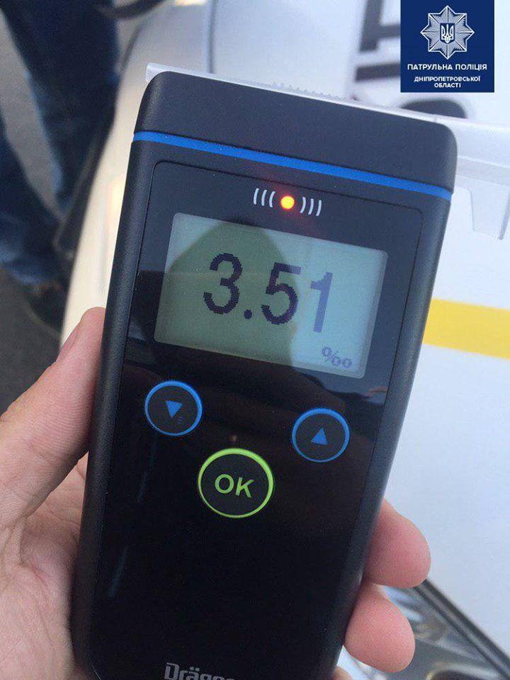 ДТП на перекрестке в Днепре: водитель протаранил легковушку и сбежал. Новости Днепра