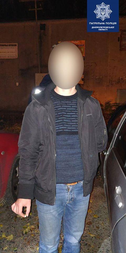 «Размахивал и угрожал оружием»: в Днепре мужчине «помешали» спать в авто. Новости Днепра