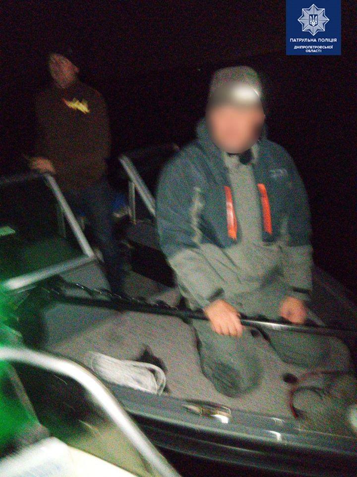 Застрял на лодке: мужчину вызволяли спасатели. Новости Днепра