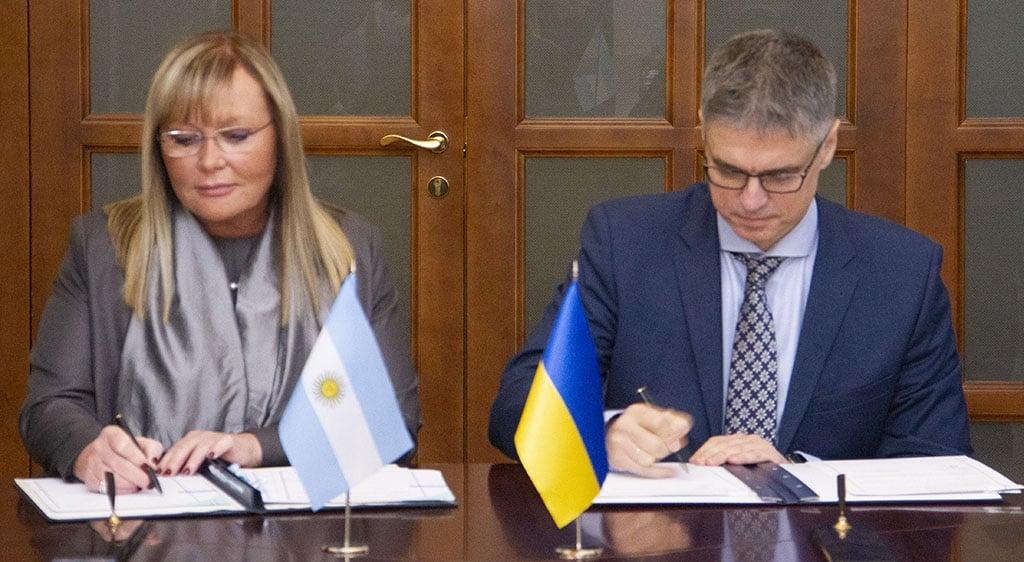 Украинцы смогут дольше находиться за границей. Новости Украины
