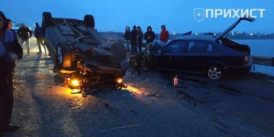 На Днепропетровщине авто перевернулось после ДТП на мосту. Новости Днепра