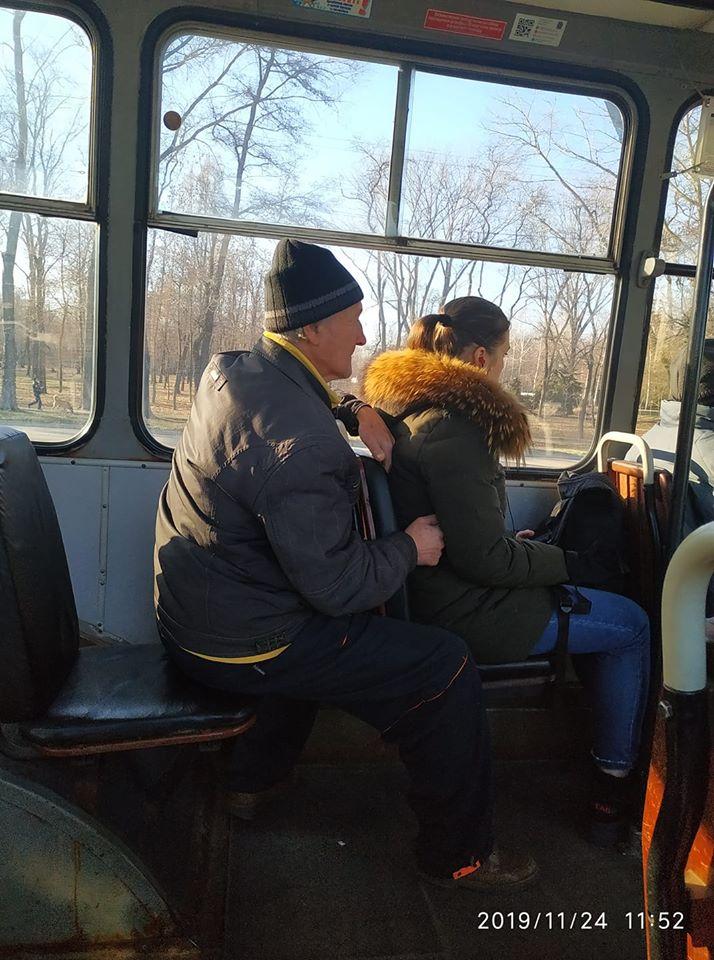 Мужчина приставал к девушкам в транспорте. Новости Днепра