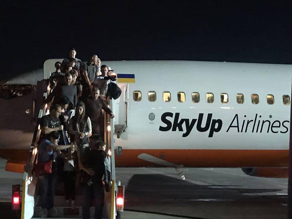 «196 человек на борту»: загорелся самолет с украинцами. Новости Украины