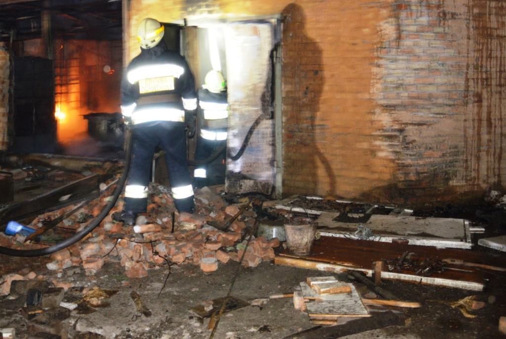 Пожар в Днепре: здание тушили 3 бригады спасателей. Новости Днепра