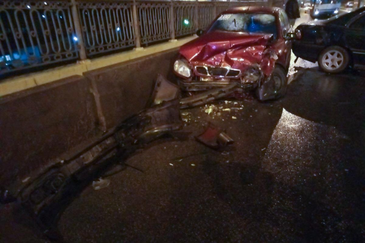 Людей забрала «скорая»: ДТП «лоб в лоб» на мосту в Днепре. Новости Днепра