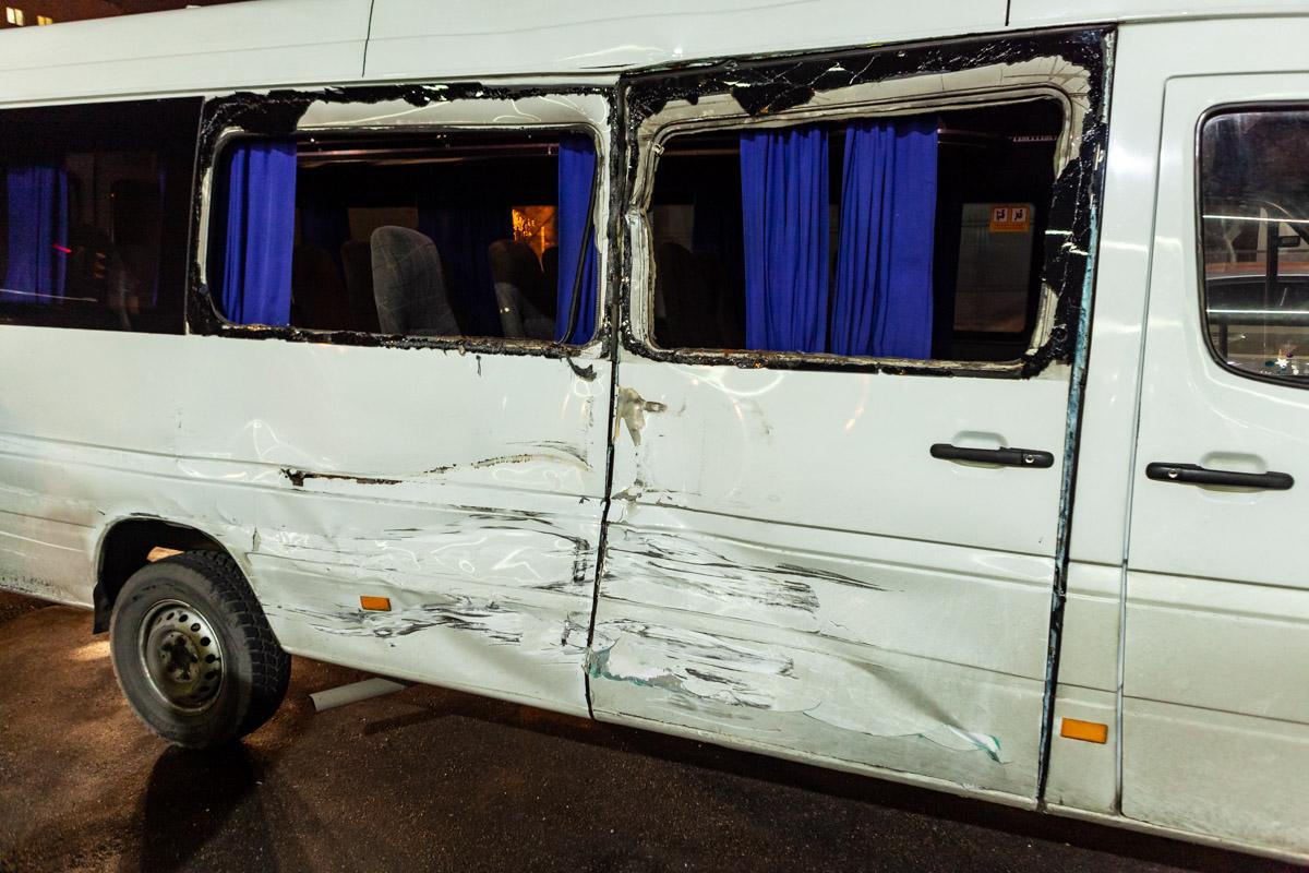 В Днепре фура влетела в маршрутку с пассажирами: есть пострадавшие. Новости Днепра