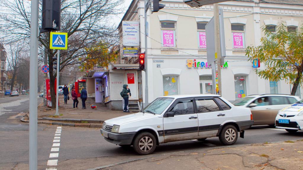 «Перебегала дорогу на красный»: видео момента ДТП в Днепре. Новости Днепра