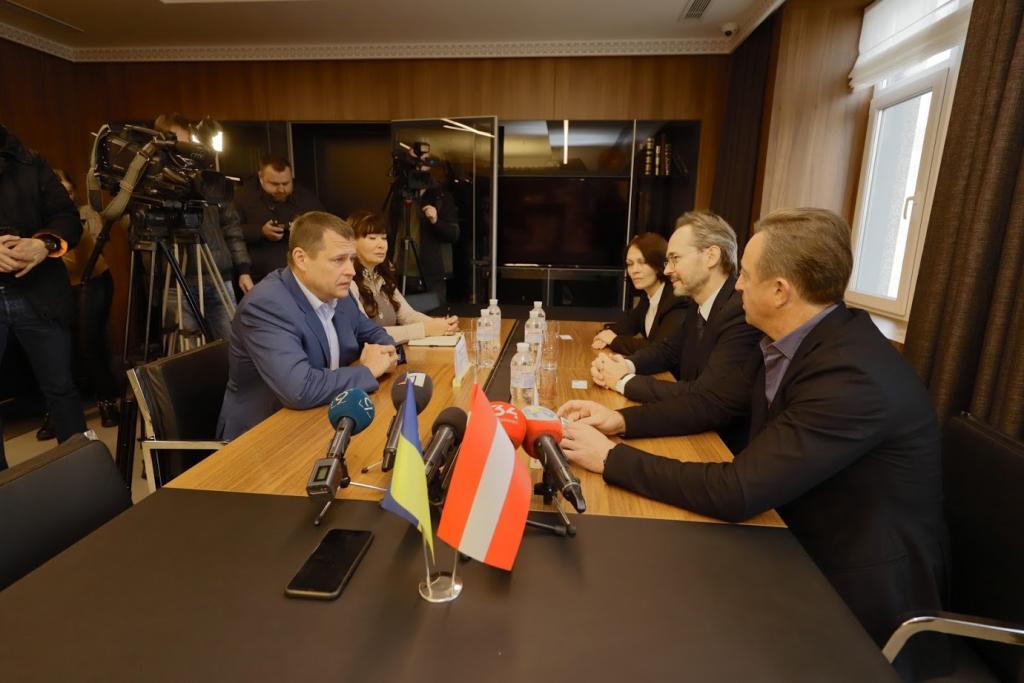 Филатов обсудил с новым послом Австрии в Украине перспективы экономического и культурного сотрудничества. Новости Днепра