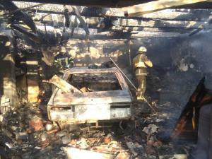 Сгорела машина и гараж. Новости Днепра