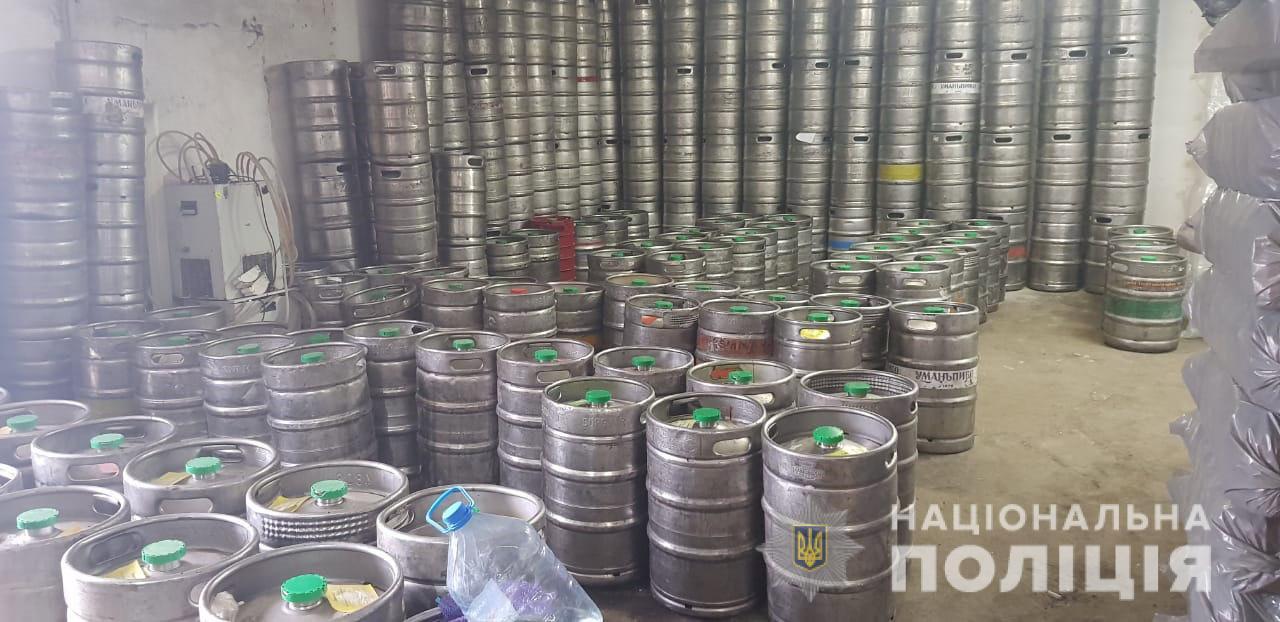Тысячи литров алкоголя: в Днепре обнаружена нелегальная точка продажи. Новости Днепра