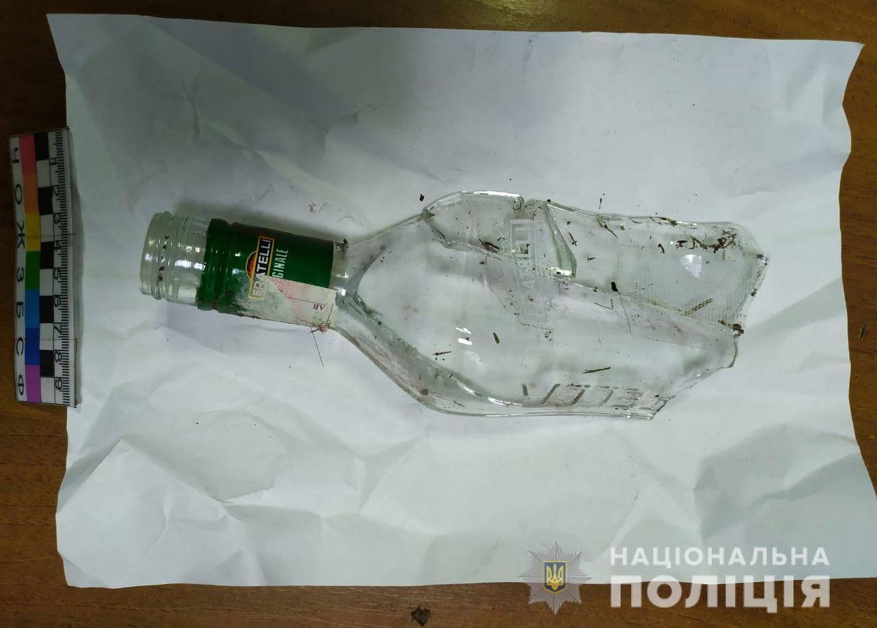 Ударил по голове бутылкой и начал душить: разбойное нападение на женщину. Новости Днепра