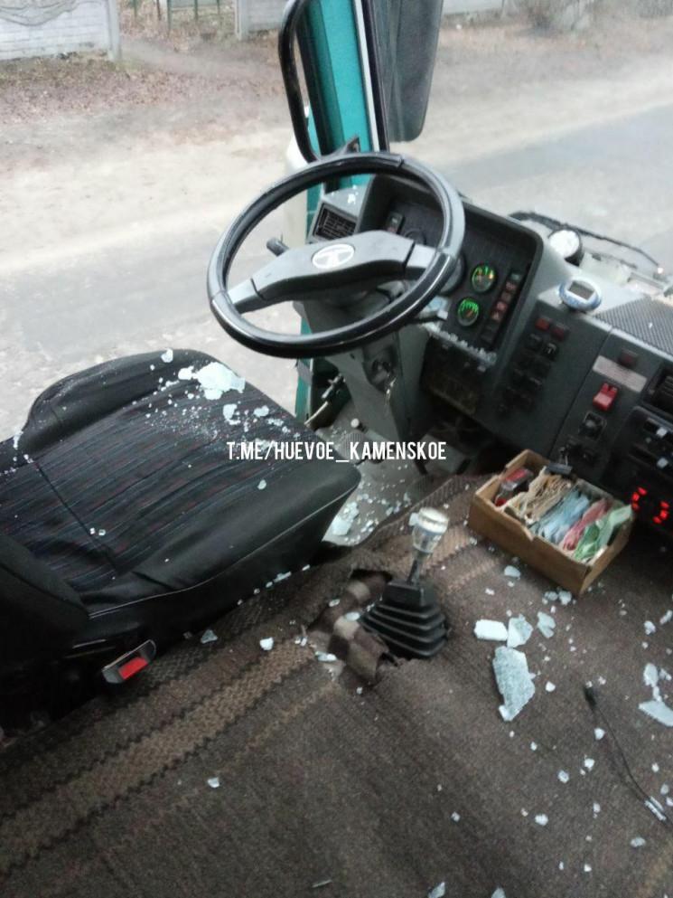 Опасная поездка: дебошир разбил стекло в маршрутке и устроил драку с пассажирами и водителем. Новости Днепра