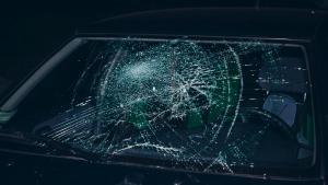 Мужчина разбивал стекла машин. Новости Днепра