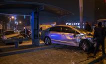 Авто влетело в остановку: видео момента ДТП в Днепре