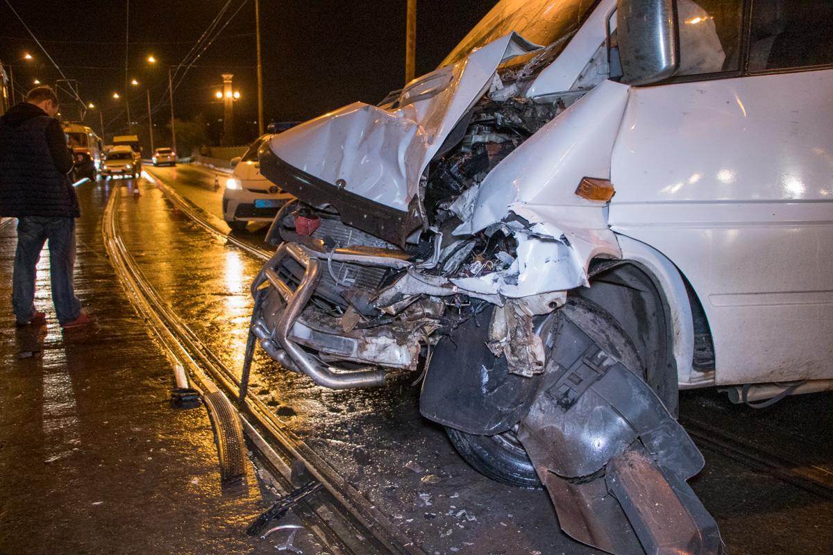 На Амурском мосту произошло ДТП с трамваем. Новости Днепра