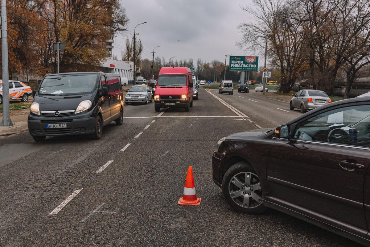 «Разборки по-днепровски»: водитель побил мужчину и «прокатил» его на капоте авто. Новости Днепра