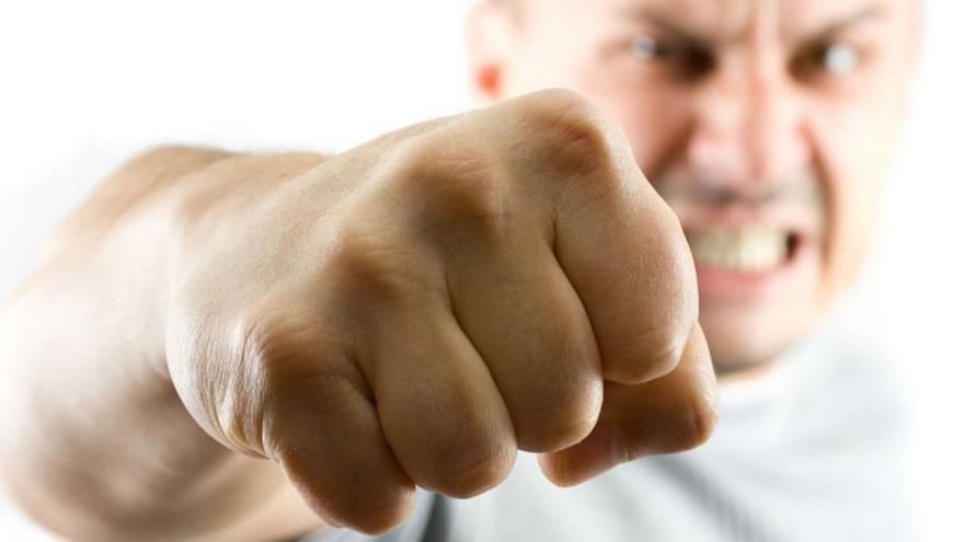 «Попросились погреться»: мужчины «отблагодарили» хозяина побоями. Новости Днепра