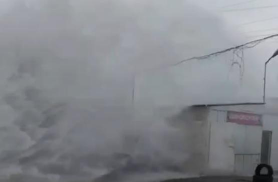 Фонтан из-под земли: Днепр «заливает» кипятком. Новости Днепра