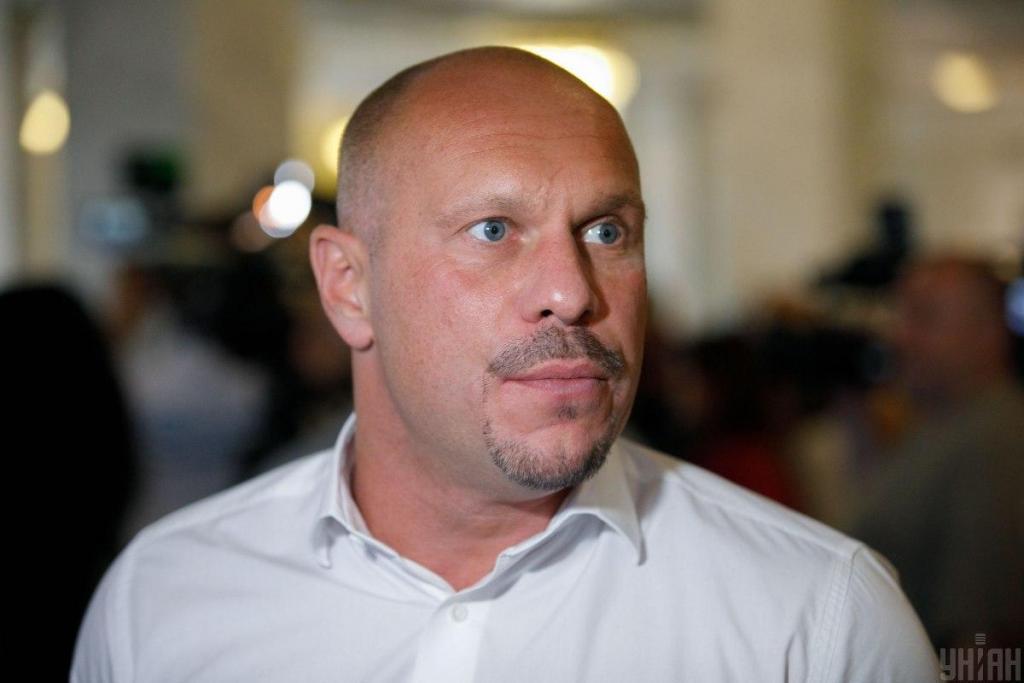 «Я тебе сейчас голову отрежу, с*ка»: депутат угрожал прохожему. Новости Украины
