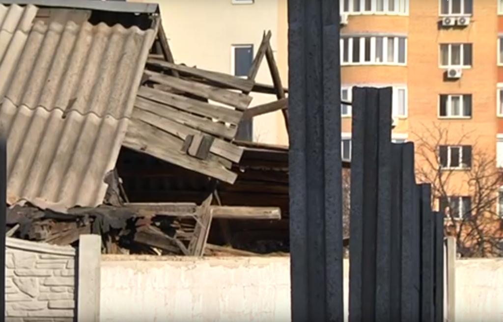 «Соседские войны» в Днепре: снос стены и разрушение дома. Новости Днепра