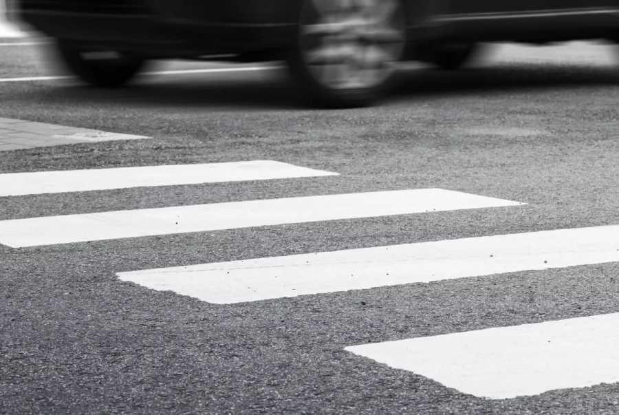 Перевернулась в воздухе: видео момента ДТП с пешеходом в Днепре. Новости Днепра