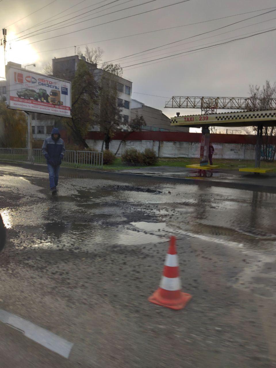 В Днепре из-за прорыва водопровода заливает Набережную. Новости Днепра