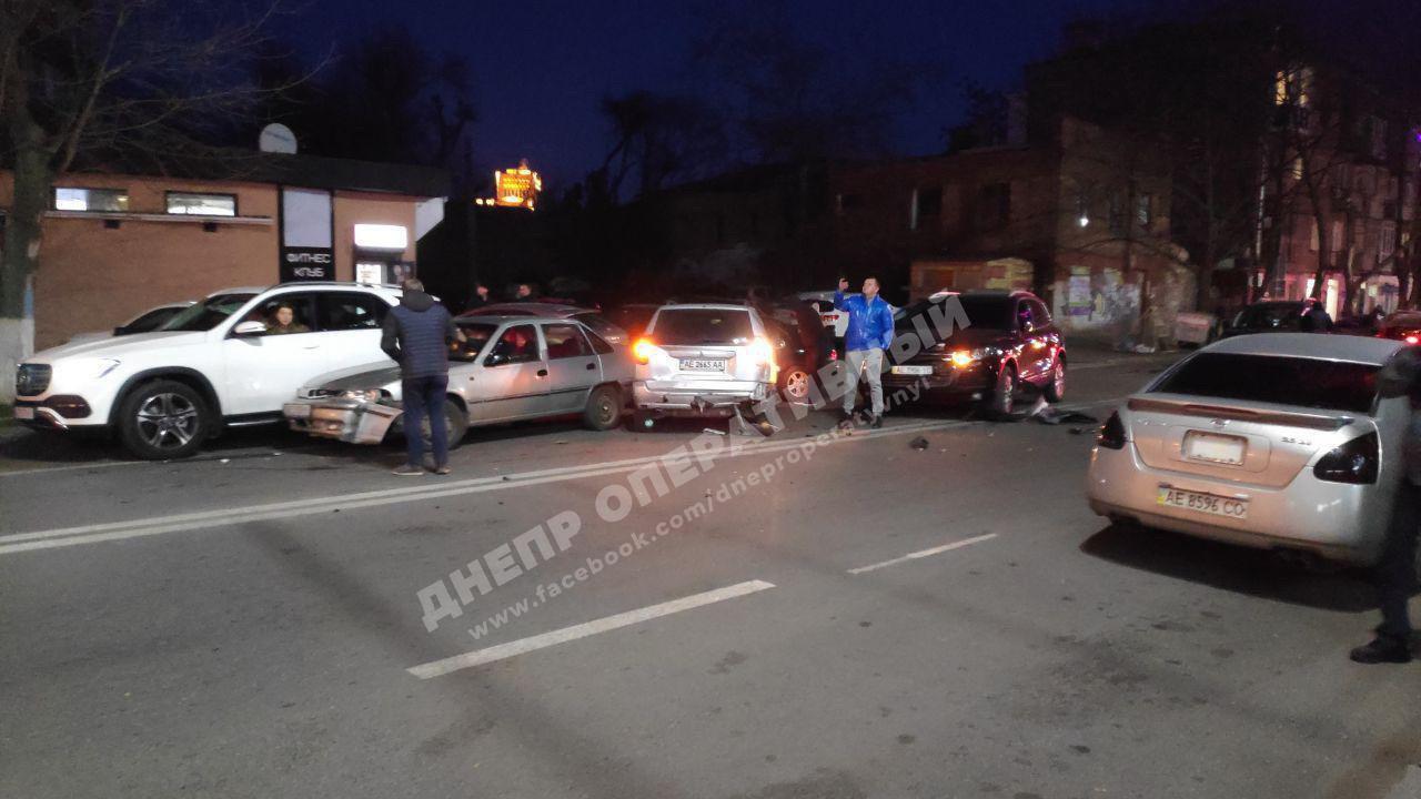 Стрельба и ДТП с 10 машинами в центре Днепра: что происходит. Новости Днепра