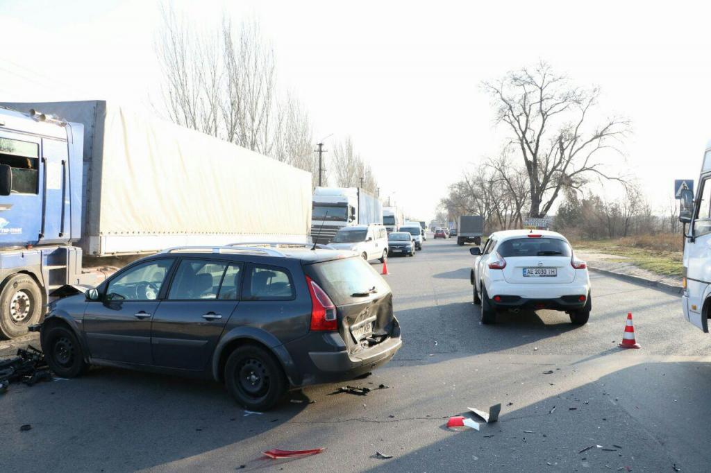 В Днепре столкнулись 3 машины: пострадал пассажир. Новости Днепра