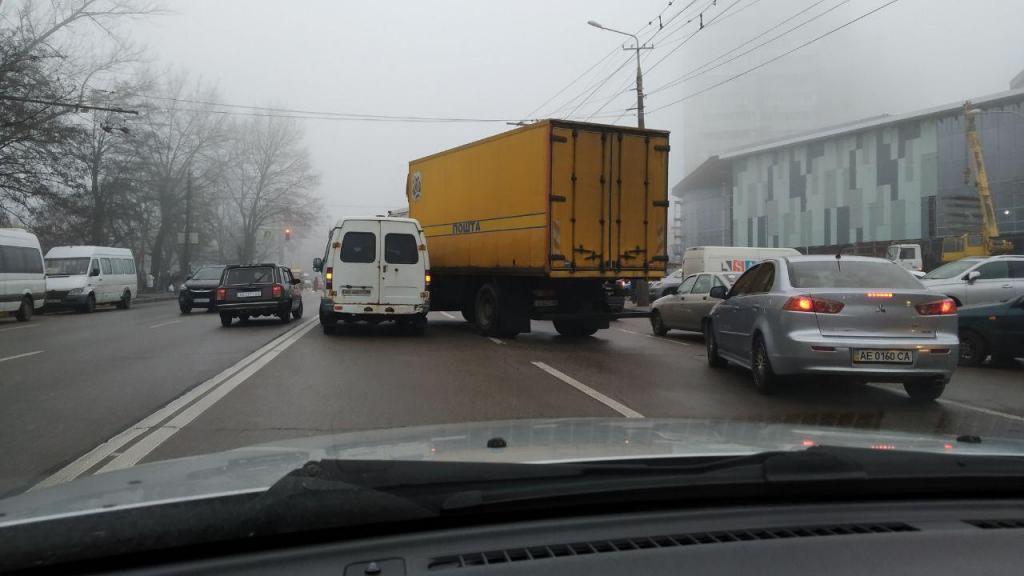 Две аварии в одном месте: заторы на дорогах Днепра. Новости Днепра