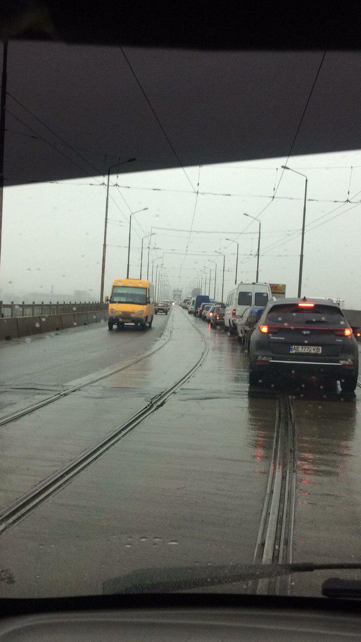 ДТП на мосту в Днепре: переправа стоит в пробках. Новости Днепра