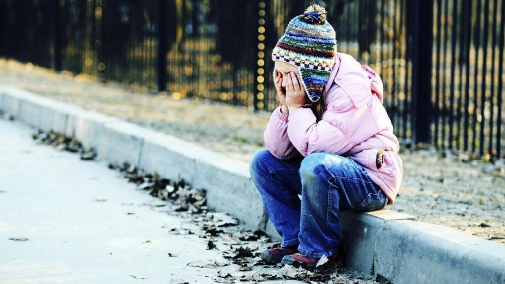 Скандал в детском саду: 2-летнего ребенка в наказание бросили на улице. Новости Днепра