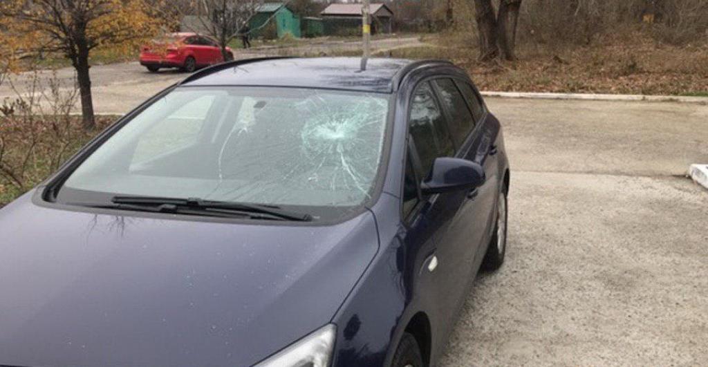 «6 машин за ночь»: в Днепре массово бьют стекла автомобилей. Новости Днепра
