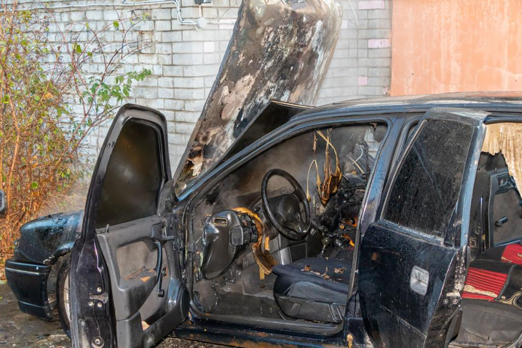 Сегодня утром в Днепре сгорели два автомобиля. Новости Днепра