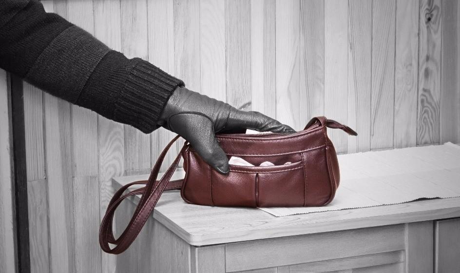 «Отработал сумку»: днепрянин стал звездой интернета после ограбления. Новости Днепра