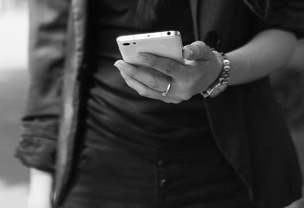 на рынке женщина украла телефон. Новости Днепра
