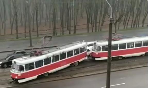 В Днепре трамвай сошел с рельс. Новости Днепра