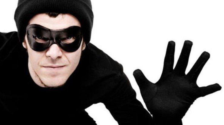 Парень украл в брендовом магазине свитер. Новости Днепра