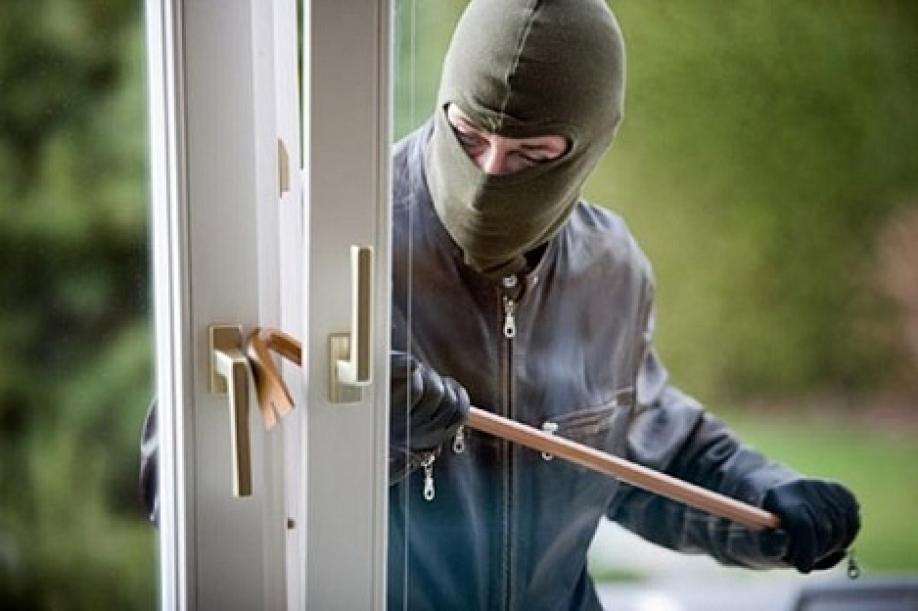 «Требовал деньги»: грабитель избил женщину, а после пытался сбежать. Новости Днепра