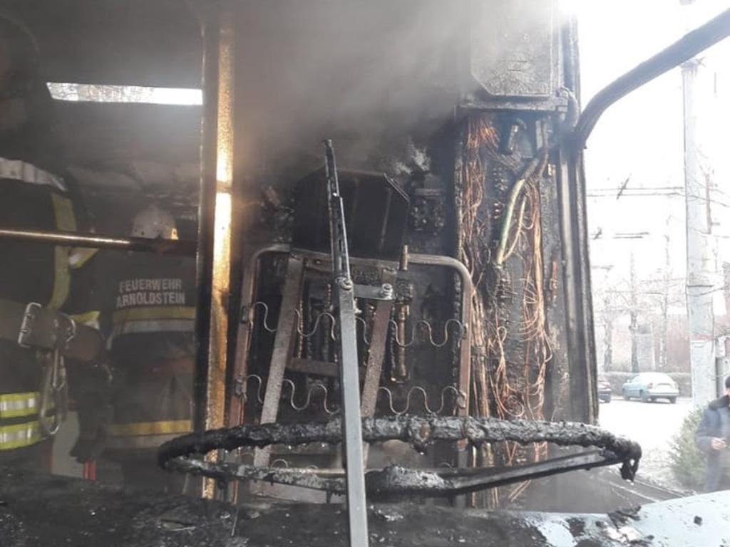 Пожежа в пасажирському тролейбусі: вигоріли кабіна і салон. Новини Дніпра