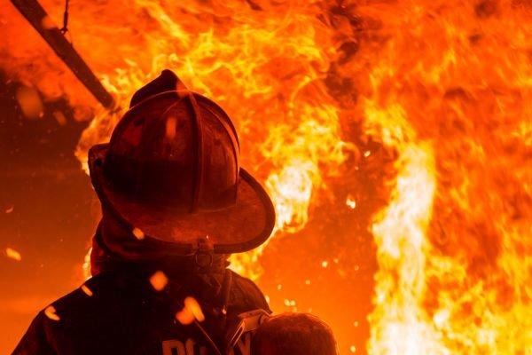 Пожар в Днепре: дом охватило огнем. Новости Днепра